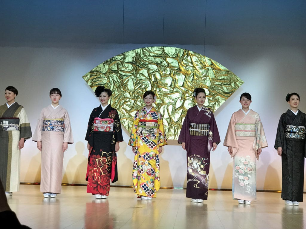 7 Japanese women dressed in beautiful kimonos for the fashion show